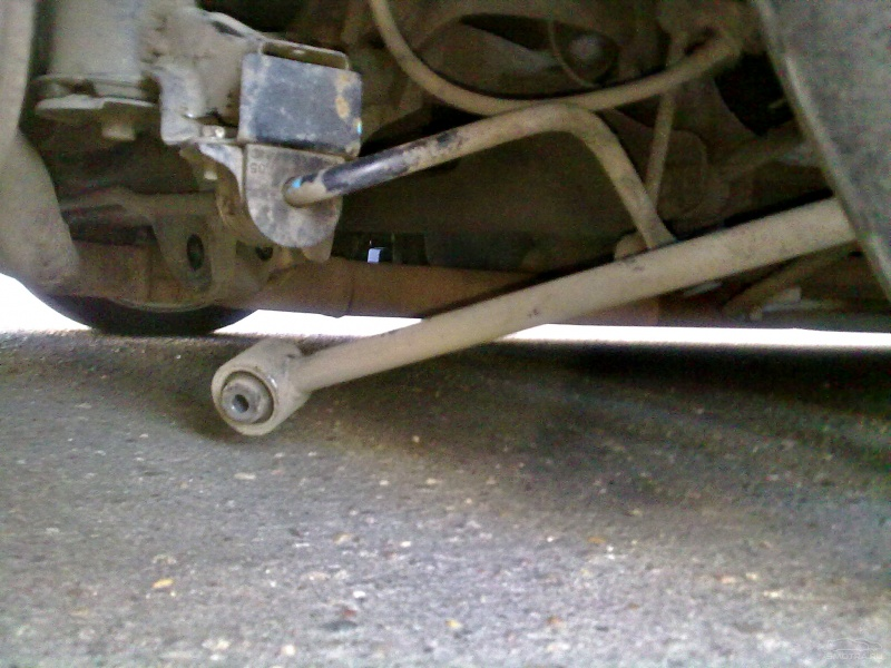 новый bmw раскрутились болты на колесе