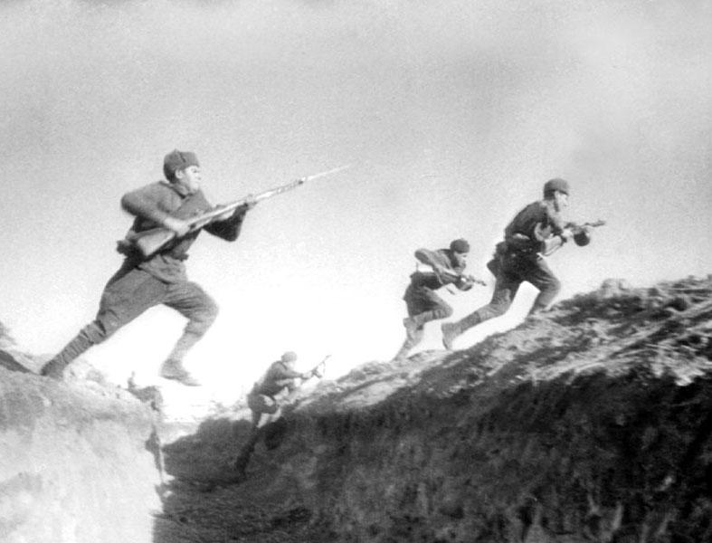 Атакуют бойцы северо западного фронта