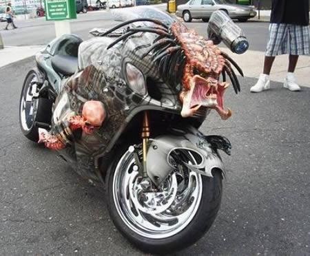 Мотоцикл хищник думаю что ночью